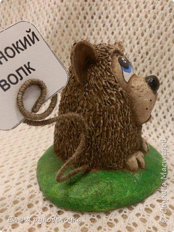 Сегодня я вам предлагаю сделать сувенир к Новому году, вот такую милую собачку - держатель для записок. фото 19
