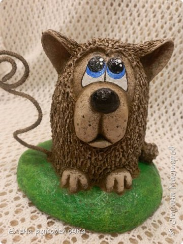 Сегодня я вам предлагаю сделать сувенир к Новому году, вот такую милую собачку - держатель для записок. фото 20