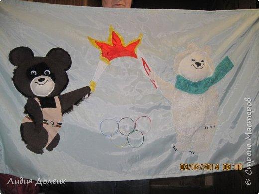 К Сочинской олимпиаде в садике каждая группа делала какую-нибудь работу. Наши воспитатели дали мне большой кусок голубой ткани и попросили придумать что-нибудь на тему олимпиады. Идея родилась почти сразу - осталось только оформить её на ткани. фото 1