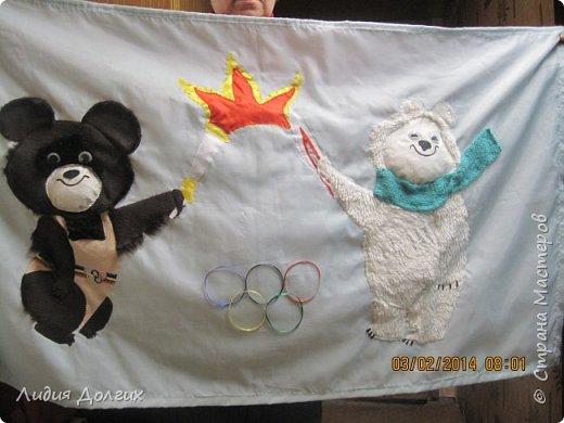 К Сочинской олимпиаде в садике каждая группа делала какую-нибудь работу. Наши воспитатели дали мне большой кусок голубой ткани и попросили придумать что-нибудь на тему олимпиады. Идея родилась почти сразу - осталось только оформить её на ткани. фото 3