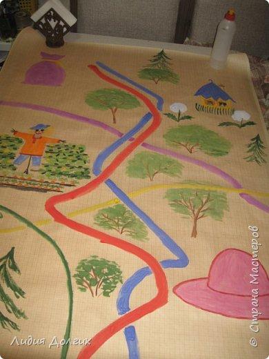 Попросили организовать игру по произведениям Н.Н.Носова. Ребята в группе неделю читали его произведения, и надо было в игровой форме закрепить знания. Невестка придумала игру, я, как могла, нарисовала волшебную карту, старшую сестру нарядили Незнайкой, засунули ему в рюкзак волшебный клубок и карту и отправились в сад. фото 5