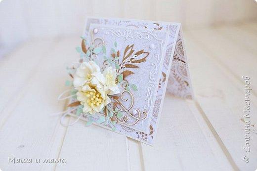 Здравствуйте-здравствуйте!!!  Возвращаюсь к свадебной тематике. Сегодня вот такой конверт. Листья на моём мониторе почему-то кажутся голубыми или даже мятными, но на самом деле они цвета молодой зелени. Ну это частности. Приятного просмотра. В конце для сравнения оригинал букета невесты, по которому традиционно делаю оформление.  фото 4