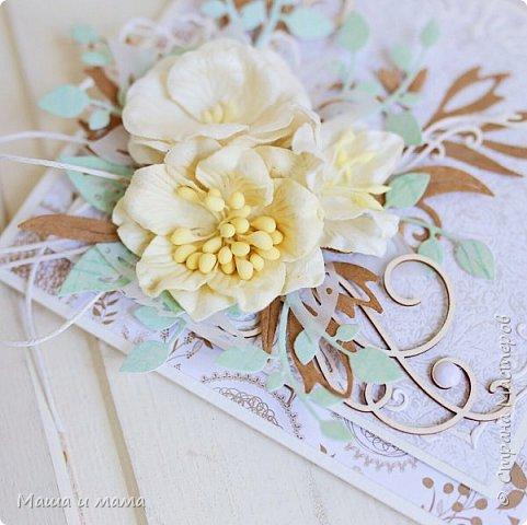 Здравствуйте-здравствуйте!!!  Возвращаюсь к свадебной тематике. Сегодня вот такой конверт. Листья на моём мониторе почему-то кажутся голубыми или даже мятными, но на самом деле они цвета молодой зелени. Ну это частности. Приятного просмотра. В конце для сравнения оригинал букета невесты, по которому традиционно делаю оформление.  фото 8