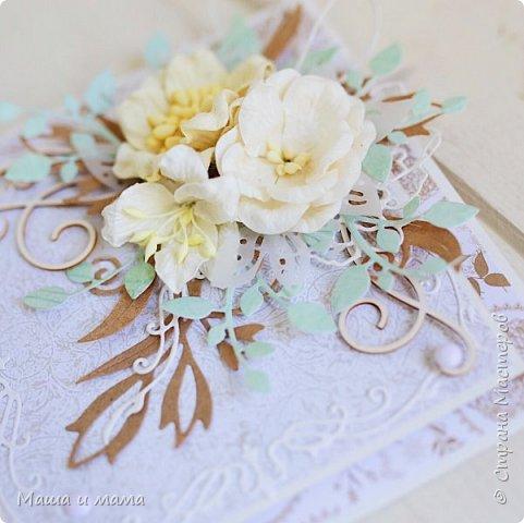 Здравствуйте-здравствуйте!!!  Возвращаюсь к свадебной тематике. Сегодня вот такой конверт. Листья на моём мониторе почему-то кажутся голубыми или даже мятными, но на самом деле они цвета молодой зелени. Ну это частности. Приятного просмотра. В конце для сравнения оригинал букета невесты, по которому традиционно делаю оформление.  фото 5