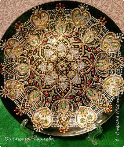 Тарелка в технике точечная роспись фото 2