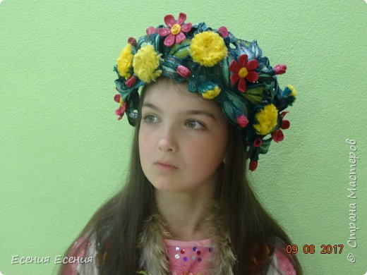 """Здравствуйте, жители Страны Мастеров!!! """"Я так хочу, чтобы лето не кончалось..."""", а август уже вовсю шагает!  Венок- ободок """" Полевые цветы"""". Сделала для участия в выставке. Модель- моя младшая дочечка. Ободок ей , конечно, велик, но задумка , я думаю, понятна. фото 2"""