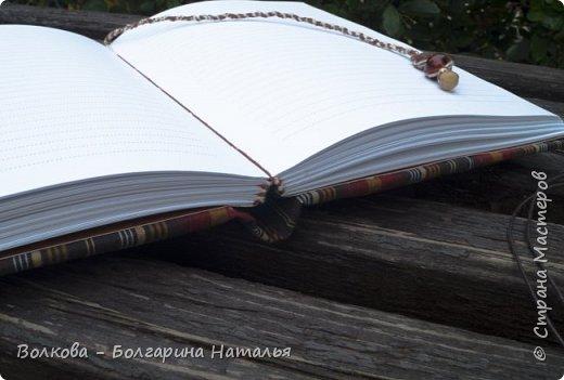 До первых капель дождя успела на ближайшей лавочке сфоткать этот блокнот:) фото 4