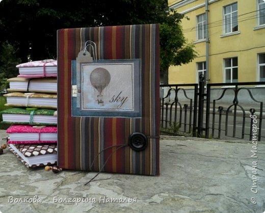 До первых капель дождя успела на ближайшей лавочке сфоткать этот блокнот:) фото 7