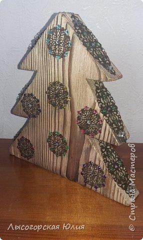 Всем здравствуйте!!!! Сегодня хочу показать Вам свои работы из дерева. Недалеко от маминого дома есть мебельный цех, но самое главное, что рядом с этим цехом есть замечательная свалка отходов деревянного производства. Иногда я её посещаю и кое-что для себя нахожу. (первыми от туда были мои новогодние подсвечники, которые я уже показывала) Теперь на очереди  другие работы.  фото 3