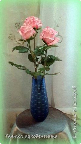 Здравствуйте все!  Вот наконец то слепила розы в перерывах между летними заботами. Лето  в этом году нас не радует теплом, цветы постоянно заливает дождь, так что буду любоваться тем, что сделала своими руками. фото 3