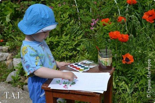 Великие живописцы черпают вдохновение от созерцания цветов - прекрасных творений природы. Внук как настоящий художник, сам смотрит и кошке показывает. фото 10