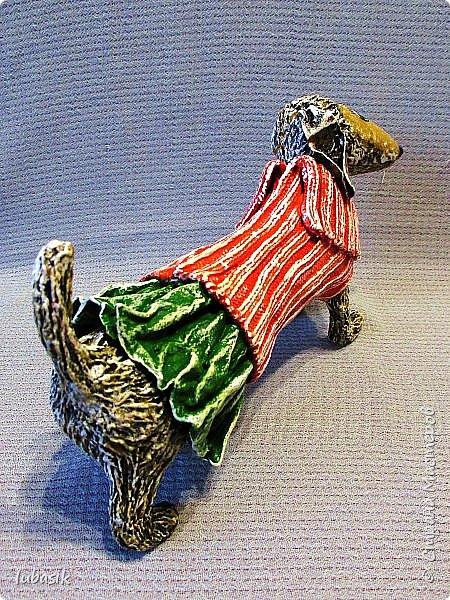 Здравствуйте мои дорогие, мои любимые соседи по Стране!  Новый год - год собаки не за горами и многие в Стране мастеров уже создают своих пёсиков. Несколько лет я поглядывала на такс из картонных рулончиков, а некоторые мастерицы из СМ не просто поглядывали, а взяли и сотворили подобных такс. Моими вдохновителями стали elena-nik со своим Патриком  http://stranamasterov.ru/node/1090400?c=favorite  ,   Светлана ШиШиКиНа с  Люсиндой  http://stranamasterov.ru/node/856761?c=favorite  ,   Елена рукоделочка с Таксочкой  http://stranamasterov.ru/node/1100765?c=favorite  . фото 4