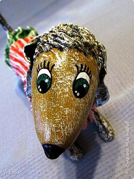 Здравствуйте мои дорогие, мои любимые соседи по Стране!  Новый год - год собаки не за горами и многие в Стране мастеров уже создают своих пёсиков. Несколько лет я поглядывала на такс из картонных рулончиков, а некоторые мастерицы из СМ не просто поглядывали, а взяли и сотворили подобных такс. Моими вдохновителями стали elena-nik со своим Патриком  http://stranamasterov.ru/node/1090400?c=favorite  ,   Светлана ШиШиКиНа с  Люсиндой  http://stranamasterov.ru/node/856761?c=favorite  ,   Елена рукоделочка с Таксочкой  http://stranamasterov.ru/node/1100765?c=favorite  . фото 9
