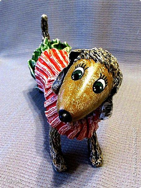 Здравствуйте мои дорогие, мои любимые соседи по Стране!  Новый год - год собаки не за горами и многие в Стране мастеров уже создают своих пёсиков. Несколько лет я поглядывала на такс из картонных рулончиков, а некоторые мастерицы из СМ не просто поглядывали, а взяли и сотворили подобных такс. Моими вдохновителями стали elena-nik со своим Патриком  http://stranamasterov.ru/node/1090400?c=favorite  ,   Светлана ШиШиКиНа с  Люсиндой  http://stranamasterov.ru/node/856761?c=favorite  ,   Елена рукоделочка с Таксочкой  http://stranamasterov.ru/node/1100765?c=favorite  . фото 7