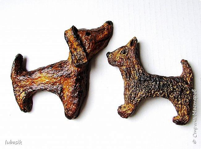 Здравствуйте мои дорогие, мои любимые соседи по Стране!  Новый год - год собаки не за горами и многие в Стране мастеров уже создают своих пёсиков. Несколько лет я поглядывала на такс из картонных рулончиков, а некоторые мастерицы из СМ не просто поглядывали, а взяли и сотворили подобных такс. Моими вдохновителями стали elena-nik со своим Патриком  http://stranamasterov.ru/node/1090400?c=favorite  ,   Светлана ШиШиКиНа с  Люсиндой  http://stranamasterov.ru/node/856761?c=favorite  ,   Елена рукоделочка с Таксочкой  http://stranamasterov.ru/node/1100765?c=favorite  . фото 21