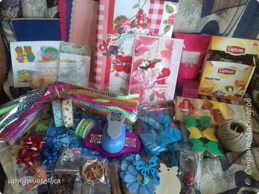 Вот такими подарочками меня порадовала Галина http://stranamasterov.ru/user/384468. В такой маленькой коробочке, а столько всего!!! От подарочков я в полном Восторге! Приготовьтесь фото будет много... фото 1