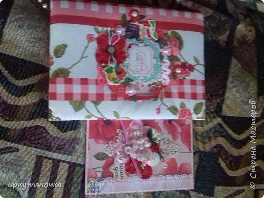 Вот такими подарочками меня порадовала Галина http://stranamasterov.ru/user/384468. В такой маленькой коробочке, а столько всего!!! От подарочков я в полном Восторге! Приготовьтесь фото будет много... фото 2