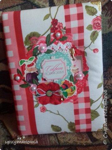 Вот такими подарочками меня порадовала Галина http://stranamasterov.ru/user/384468. В такой маленькой коробочке, а столько всего!!! От подарочков я в полном Восторге! Приготовьтесь фото будет много... фото 3