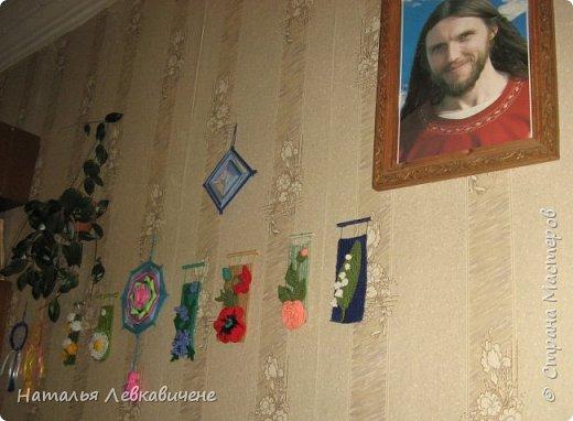 """Мои мини гобелены сотканы вручную и украшены цветами, связанными крючком. Мандала с кисточкой и вверху """"Глаз Бога"""" фото 2"""