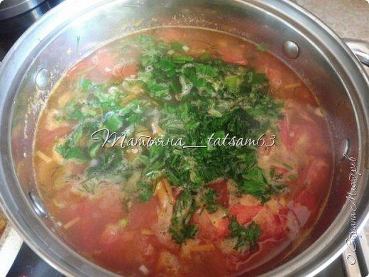 А не съесть ли нам супчика? Лето, значит, суп должен быть летним, легким, – пожалуйста – томатный суп с насыщенным вкусом (не гаспаччо!). Естественно, это блюдо только для тех, кто не возражает против вареных/тушеных помидоров. Придумала я его сама (в чем-то навеяно было воспоминаниями о шурпе) и хочу предложить вам.  фото 8