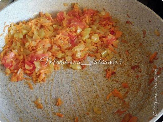 А не съесть ли нам супчика? Лето, значит, суп должен быть летним, легким, – пожалуйста – томатный суп с насыщенным вкусом (не гаспаччо!). Естественно, это блюдо только для тех, кто не возражает против вареных/тушеных помидоров. Придумала я его сама (в чем-то навеяно было воспоминаниями о шурпе) и хочу предложить вам.  фото 7