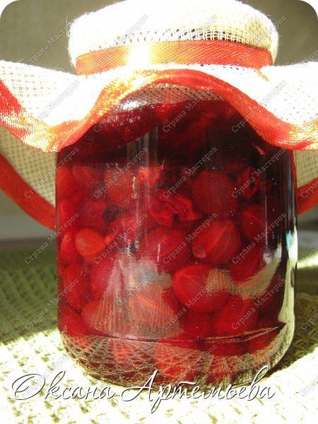 Доброго времени суток, дорогие гости! Июль и август - чудесное, наполненное красками и ароматами цветов и ягод время! Но оно очень быстро проходит... Конечно же хочется сохранить его частички для осени и зимы. В этом году кроме любимого ягодного варенья, я решила заготовить джем и конфитюр. А заодно попытаться разобраться чем они отличаются. фото 1