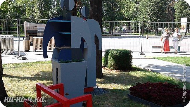 """Всем добрый день!!!  Сегодня я вам предлагаю прогуляться по ВВЦ. Я была на выставке """" Сады и люди"""". Он находится около павильона №75. Территория не очень большая, но очень много красиво созданных уголков... В корзине маленькие поросята, или кабанята))) фото 11"""