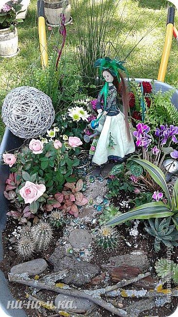 """Всем добрый день!!!  Сегодня я вам предлагаю прогуляться по ВВЦ. Я была на выставке """" Сады и люди"""". Он находится около павильона №75. Территория не очень большая, но очень много красиво созданных уголков... В корзине маленькие поросята, или кабанята))) фото 51"""