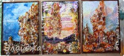 """Привет всем друзьям и гостям моей странички. В рамках совместника  мы готовим карточки и следующая тема   ЕКО..Я продолжаю изучать разные свойства материалов природных и  вот пробная серия  моя """"Осень""""  Многие из Вас видели  картины из янтарной крошки и янтаря. Необыкновенные работы  я увидела у Доброславы (http://stranamasterov.ru/node/1063306). Я решила попробовать себя тоже в этой яркой, солнечной темке. Сегодня сделала вот такие карточки, где листики березы и трава   из янтарной крошки. Все знают что янтарь -это застывшая смола из деревьев, которые росли много много лет назад... . Далее поделюсь техникой - как это все было  сделано. фото 16"""