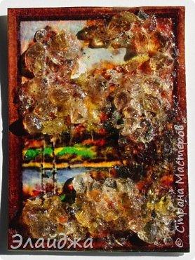 """Привет всем друзьям и гостям моей странички. В рамках совместника  мы готовим карточки и следующая тема   ЕКО..Я продолжаю изучать разные свойства материалов природных и  вот пробная серия  моя """"Осень""""  Многие из Вас видели  картины из янтарной крошки и янтаря. Необыкновенные работы  я увидела у Доброславы (http://stranamasterov.ru/node/1063306). Я решила попробовать себя тоже в этой яркой, солнечной темке. Сегодня сделала вот такие карточки, где листики березы и трава   из янтарной крошки. Все знают что янтарь -это застывшая смола из деревьев, которые росли много много лет назад... . Далее поделюсь техникой - как это все было  сделано. фото 22"""