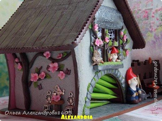 Чайный домик с гномиками!!!! Декорировала заготовку полимерной глиной!!! фото 3