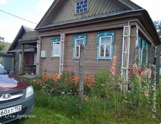 Всем здравствуйте!!! Давненько меня не было...Все лето мы жили на нашей любимой даче. Которую и хочу вам сейчас показать))) Что успели сделать, что еще может быть успеем сделать... Фотографии прошлогодней дачи у меня тут:  http://stranamasterov.ru/node/1050293 Кому интересно загляните))) Итак, это фото нашего палисадника и крылечка, и через который мы попадаем в дом, а потом и в сад... фото 1