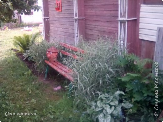 Всем здравствуйте!!! Давненько меня не было...Все лето мы жили на нашей любимой даче. Которую и хочу вам сейчас показать))) Что успели сделать, что еще может быть успеем сделать... Фотографии прошлогодней дачи у меня тут:  http://stranamasterov.ru/node/1050293 Кому интересно загляните))) Итак, это фото нашего палисадника и крылечка, и через который мы попадаем в дом, а потом и в сад... фото 44