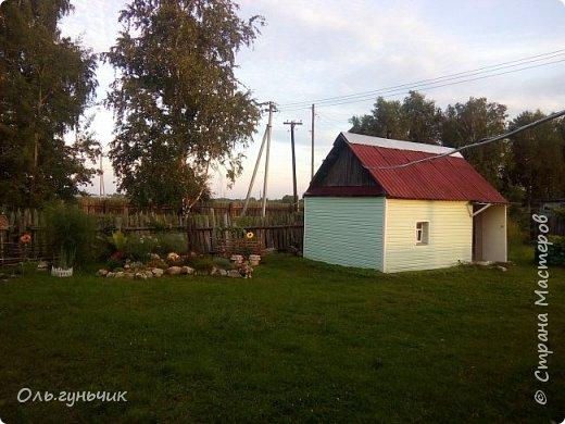 Всем здравствуйте!!! Давненько меня не было...Все лето мы жили на нашей любимой даче. Которую и хочу вам сейчас показать))) Что успели сделать, что еще может быть успеем сделать... Фотографии прошлогодней дачи у меня тут:  http://stranamasterov.ru/node/1050293 Кому интересно загляните))) Итак, это фото нашего палисадника и крылечка, и через который мы попадаем в дом, а потом и в сад... фото 54