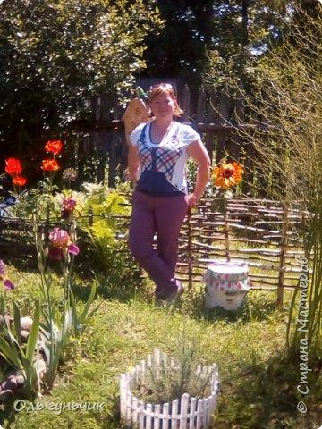 Всем здравствуйте!!! Давненько меня не было...Все лето мы жили на нашей любимой даче. Которую и хочу вам сейчас показать))) Что успели сделать, что еще может быть успеем сделать... Фотографии прошлогодней дачи у меня тут:  http://stranamasterov.ru/node/1050293 Кому интересно загляните))) Итак, это фото нашего палисадника и крылечка, и через который мы попадаем в дом, а потом и в сад... фото 74