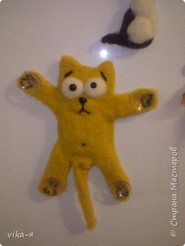 этого котика увидела в интернете, правда он был сшит, но я не швея, создала этого персонажа путём валяния, как и представленные здесь работы. фото 2