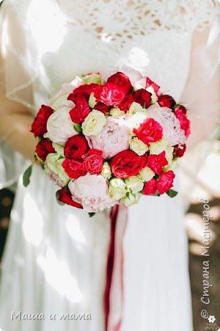 И ещё одна. Опять красно-белая, но таким был букет невесты и я традицию не изменила. фото 5