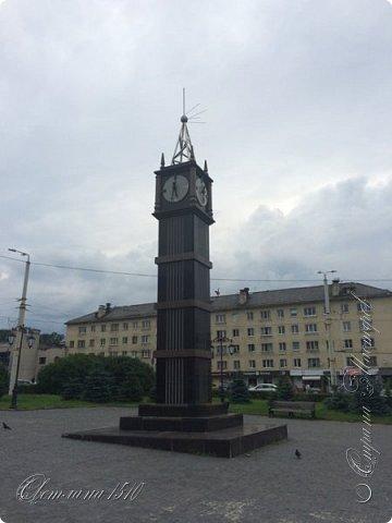 В этом году исполнилась ещё одна моя мечта. Я побывала в Карелии. Петрозаводск встретил проливным дождём. Но тучка пролетела и выглянуло солнышко, которое не покидало небо всё время, пока мы путешествовали по Карелии.  Это вокзал в Петрозаводске.  фото 2