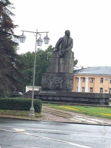 В этом году исполнилась ещё одна моя мечта. Я побывала в Карелии. Петрозаводск встретил проливным дождём. Но тучка пролетела и выглянуло солнышко, которое не покидало небо всё время, пока мы путешествовали по Карелии.  Это вокзал в Петрозаводске.  фото 3