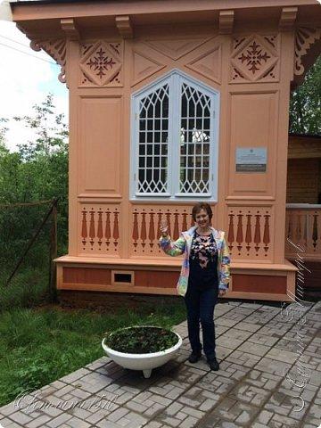 В этом году исполнилась ещё одна моя мечта. Я побывала в Карелии. Петрозаводск встретил проливным дождём. Но тучка пролетела и выглянуло солнышко, которое не покидало небо всё время, пока мы путешествовали по Карелии.  Это вокзал в Петрозаводске.  фото 5