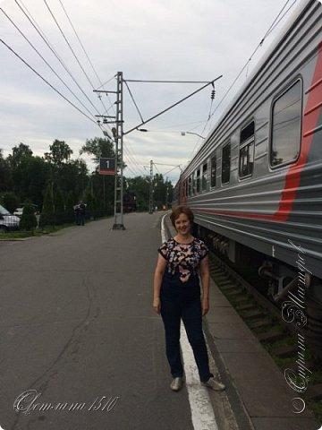 В этом году исполнилась ещё одна моя мечта. Я побывала в Карелии. Петрозаводск встретил проливным дождём. Но тучка пролетела и выглянуло солнышко, которое не покидало небо всё время, пока мы путешествовали по Карелии.  Это вокзал в Петрозаводске.  фото 59