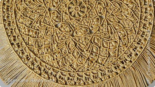 Здравствуйте, дорогие жители СМ! Я к вам с новой работой. Салфеточка из пряжи Macrame YarnArt, цвет пряжи золотой, узор придумывала по ходу плетения. Фотографировать тяжело пряжа блестит, поэтому цвет на фотографиях икскажен. фото 4