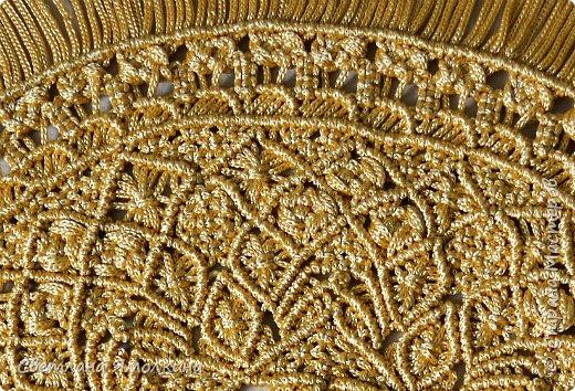 Здравствуйте, дорогие жители СМ! Я к вам с новой работой. Салфеточка из пряжи Macrame YarnArt, цвет пряжи золотой, узор придумывала по ходу плетения. Фотографировать тяжело пряжа блестит, поэтому цвет на фотографиях икскажен. фото 5