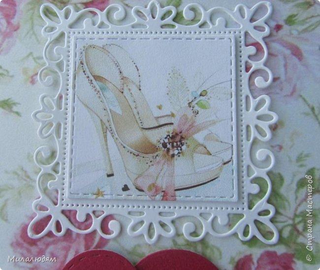 Всем здравствуйте! Рада новой встрече с вами. И представляю вам свою новую открытку. Тоже свадебная и похожа на предыдущую. Тут я невесте фату из фатина пристроила. фото 11