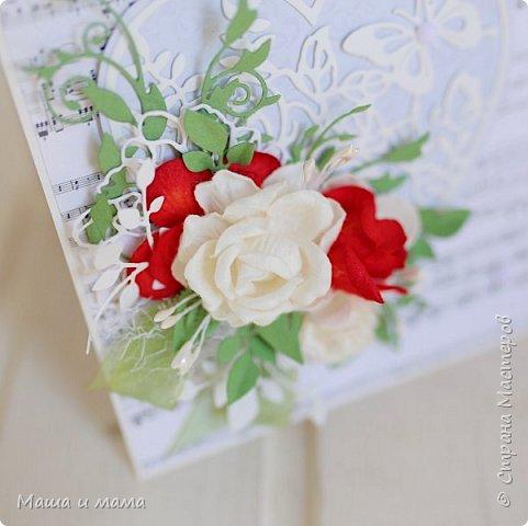 Здравствуйте!!!! Продолжаю свадебную тему. Ещё вариант сердечно-красно-белого. В этом году немало невест, выбравших такие букеты  фото 1