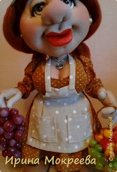 Здравствуйте жители страны выношу на ваш суд новую куклу - огородницу . Попросили сделать куклу для выставки даров садов и огородов. фото 2