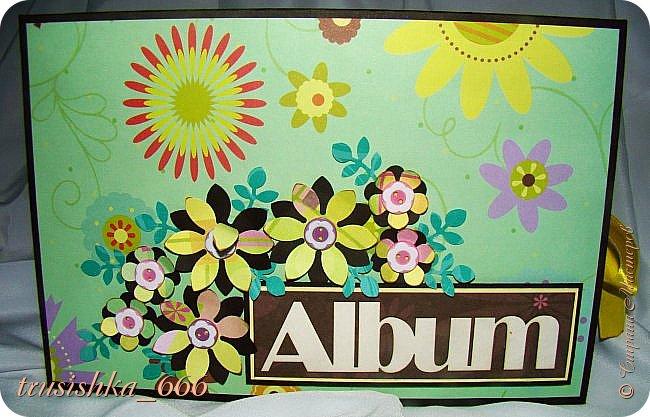 И последний на сегодня альбом в зелено-желто-коричневой гамме, на 60 фото.  Оставалась бумага из набора и я ее всю пустила в ход, тоже очень давно лежала, ждала своего часа. Делала его аж 3 дня, уф... Долго... Вот такой получился альбомчик вместительный. фото 2