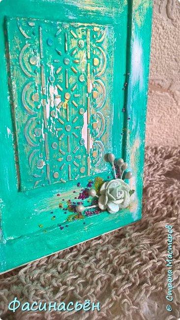 """Сотворилась у меня открыточка для подруги (ей """"везет"""",я ей на новый но тоже дверь дарила :-) ). Основа-дизкартон,двери из пивного картона,грунт,краска и воски (белый и золотой).Дверь конечно где то в заброшенном замке,потертая,но все еще красивая))) фото 4"""