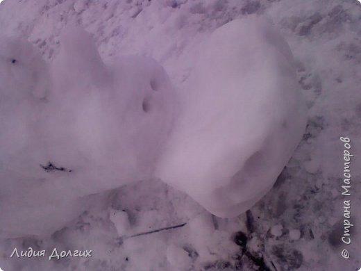 Не люблю я просто снежных баб лепить. Жалко их- убогие какие-то получаются.  Вот такую снегурочку слепили мы с внучкой во дворе. Глазки и ротик-пуговки, а на отделку пошла бахрома от старой клеёнки (до помойки не доехала) фото 18