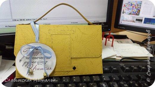 На 8 марта воспитателям в подарок внутри потайной кармашек для сертификата по 2пакетика чая в каждом кармашке и шоколад фото 27